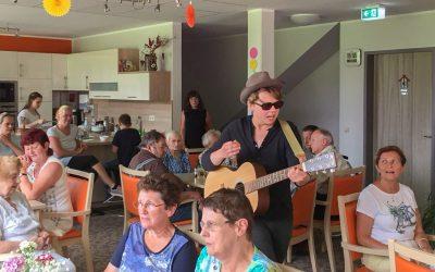 """""""Musik liegt in der Luft"""" beim Sommerfest in der Tagespflege Werler"""